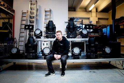 KAN MISTE PENGESTØTTE: 1. september er det slutt for støtten som har holdt bedriften flytende siden mars. Kim Edstrøm er bekymret for framtiden til selskapet som han startet for 18 år siden.