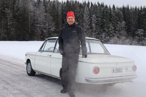 PÅ NYE DEKK: En lykkelig BMW-eier på vinterføre for første gang på 25 år med nyinnkjøpte Hakkapeliitta vinterdekk.