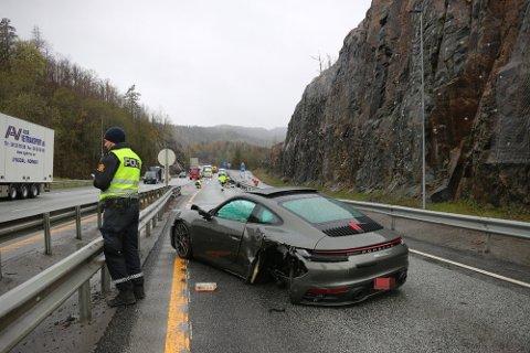 KRASJ: Porschen var under prøvekjøring da det smalt onsdag morgen.