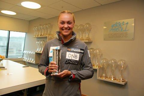 DEN FØRSTE: Thea Louise Stjernesund fra Hakadal IL vant NM både i slalåm og storslalåm i vinter, men det var i den siste grenen kongepokalen var satt opp. Sist uke fikk hun endelig motta beviset på at hun vant.