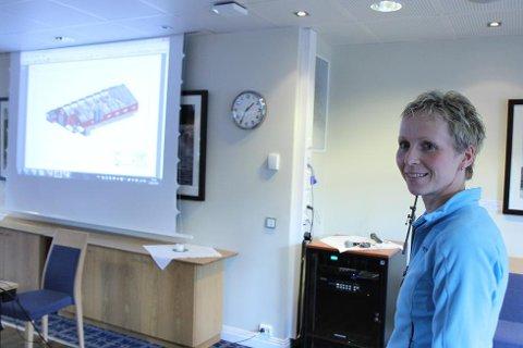 Elin Karin Hope fortalde om planane på temamøtet arrangert av Mjølkeprosjektet i Gloppen og Jølster.