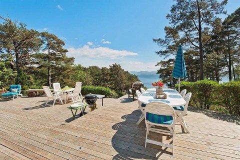 Denne fritidseiendommen på Ytterøya i Os er for salg for 3,2 millioner kroner, rundt 800.000 kroner under snittprisen for sjøhytter i kommunen.