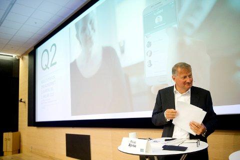 DNBs konsernsjef Rune Bjerke legger fram tallene for andre kvartal 2015 på en pressekonferanse i Oslo sentrum fredag. Foto: Jon Olav Nesvold / NTB scanpix