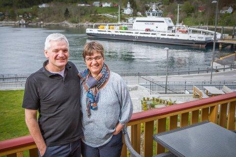 Laurens Brock og Trijntje Nienke Cupido eig og driv Lavik Fjord Hotell AS. FOTO: GEIR IVAR RAMSLI, FIRDA