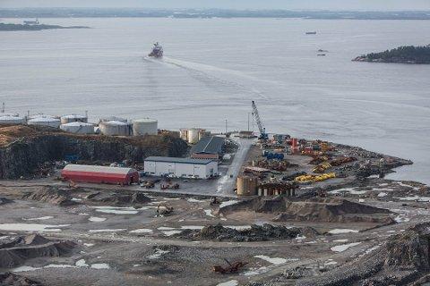 Konflikten er knytta til Alexela sitt anlegg i Sløvåg i Gulen Kommune. FOTO: MORTEN SÆLE, NORDHORDLAND