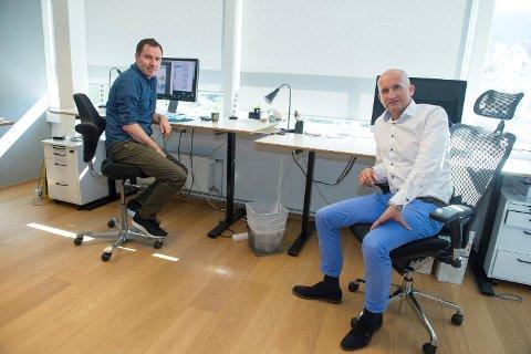 Trond Vinnes (til venstre) og medgründer Jørgen Simmenes er to av CCTs mannskap i Bergen. Selskapets utviklingsavdeling ligger i Dublin, og det er der de fleste arbeidsplassene er. Denne uken åpner selskapet salgskontor i Boston. I løpet av året regner man med å ekspandere mer i Europa også. FOTO: MAGNE TURØY