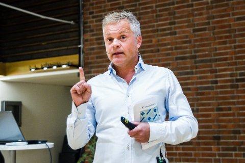 olf Sanne-Gundersen ber staten ta ansvar og betale for vekktransport av overskotsmassar frå mineralverksemda i Naustdal. FOTO: MARIE HAVNEN