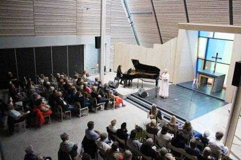 FIRE STORE: Vårprogrammet til Son kulturkirke Saga består av fire store konserter. Allerede har flere sikret seg billetter. Her fra konserten med Helene Bøksle.