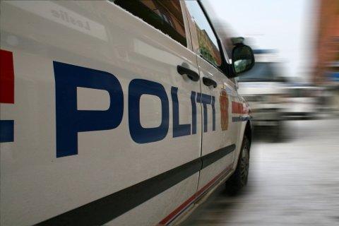 STOPPET PÅ E18: Den unge bilføreren fra Ås ble vinket inn av politiet på E18 ved Rissletta.