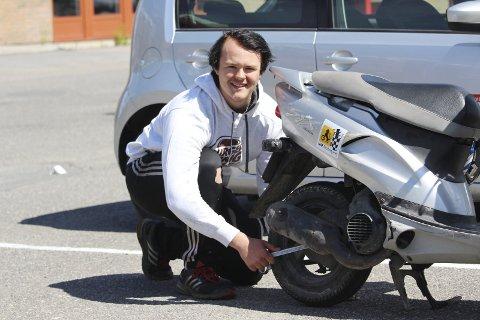 Til Sverige: 17-åringen Petter Fjelstad har fått skoleplass på motorsportmekaniker-linjen i Sverige. FOTO: MATTIAS MELLQUIST