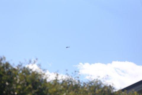 Politihelikopteret leter etter en innbruddstyv i Son. FOTO: NYHETSTIPS