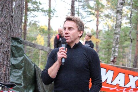 Arild Vegstø har arrangert Deør Challenge som samlet inn 50.000 kroner til kampen mot ALS. Nå har han og andre syklister syklet inn nye 40.000 kroner.