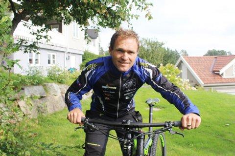 Alexander Hagen (38) reiste til Italiia onsdag kveld. Torsdag ettermiddag deltar han i rundbane-VM i klassen Masters.
