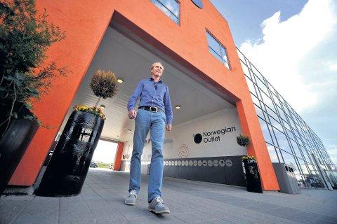 Daglig leder Einar Sørland har nå sluppet navnene på over ti aktører som etablerer seg hos outleten i sommer.