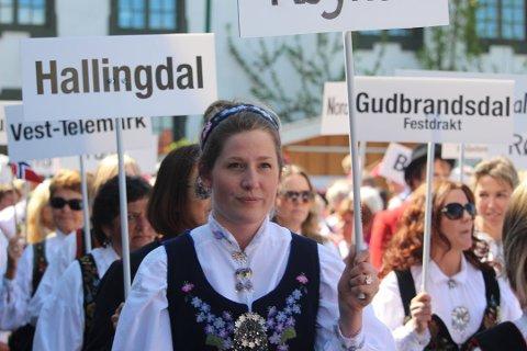 Svært mange bruker bunad på 17. mai i Vestby kommune. Dette bildet er fra 17. mai-toget i Son. Nytt for året er at det også blir bunadsparade i Vestby.