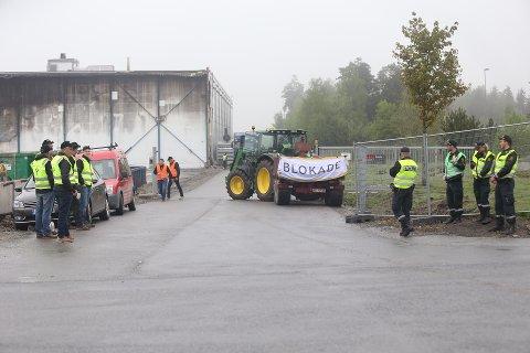Klokken 09 fredag avsluttet bøndene blokaden de hadde i Vestby og på næringsfeltet utenfor ASKOs lager.
