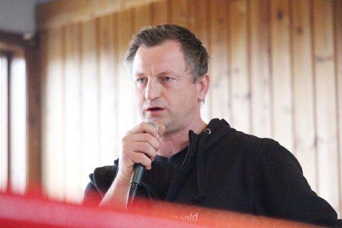 VESTBY-TRENER: Roald Rønstad, trener for Vestby IL Boksing, forteller at de to klubbene allerede trener sammen som om de var en klubb. Formelt er de fortsatt to klubber.