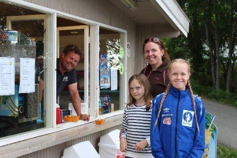 Kioskdriver Anders Jakobsen kan fortelle om et normalt år på Krokstrand når det kommer til besøk.