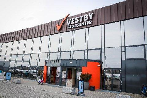 MOT REKORD: Vestby Storsenter ser ut til å sette en ny omsetningsrekord for fjerde året på rad. FOTO: AMUND LÅGBU