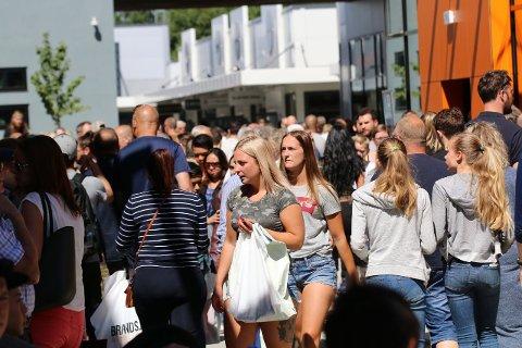 Norwegian Outlet har hatt en rekordsommer. Dette bildet er fra da man åpnet del to med 15 nye butikker denne sommeren.