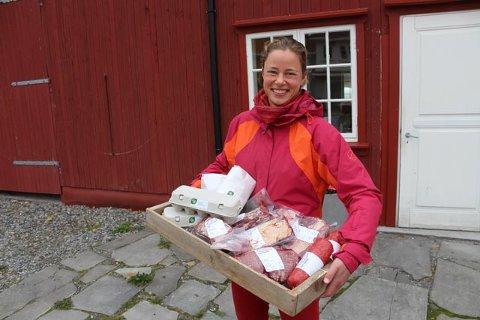 LOVENDE START: Stina Mehus er en av gårdbrukerne som er med i REKO-ringen i Follo. Hun er godt fornøyd med responsen på sine produkter.