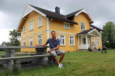 HJEMMESOMMER: Sportssjef Vidar Løfshus på langrennslandslaget har hatt en god sommer hjemme i Vestby.