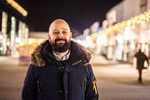 FORNØYD: Senterleder LArs Pedersen er fornøyn med startetn på dagen.