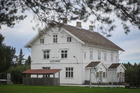 USIKKER FREMTID: Rådmann Sjur Authen mener det er på tide å legge ned den ordinære skoledriften ved Garder skole.