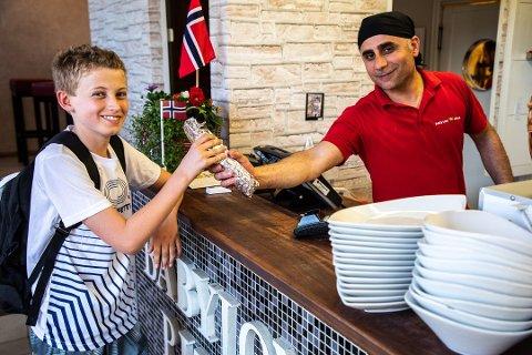 POPPIS I VESTBY: Babylon Pizza har drevet i Vestby i 6 år. Daglig leder Yosef Yokhanna sier at restauranten skal drive videre i midlertidige lokaler i påvente av at de nye bygges.
