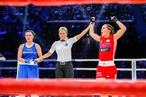 Madeleine Angelsen kan juble for turneringsseier. Dette bildet er fra da hun vant en kamp i Oslo Spektrum.