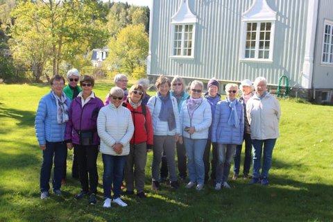 RUSLEGJENG: Denne gjengen med damer møtte opp på Elverøy i dag for å bli bedre kjent i Hølen.
