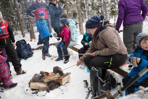 """KOSTE SEG: Deltakerne på fjorårets vinterutgave av """"Kom deg ut dagen"""" storkoste seg."""