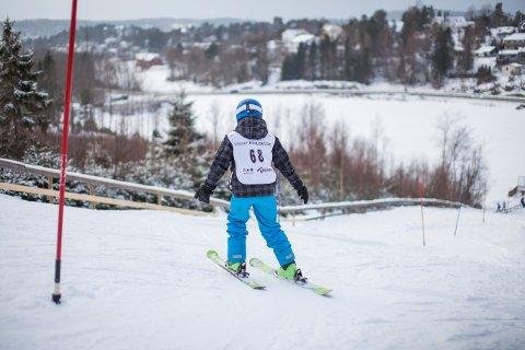 ALENE I BAKKEN: Son Slalomklubb opplyser at 6-, 7-åringer ferdes alene i slalåmbakken uten mobiltelefon eller nummeret hjem til mamma og pappa. (Bildet er en illustrasjon).