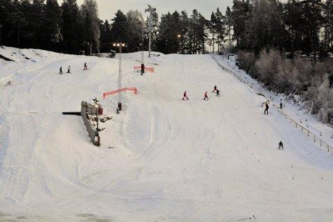 KNALLSTART: Son Slalomklubb har fått en knallstart på sesongen i Grevlingen, og kan allerede slå fast at det går mot rekordvinter.
