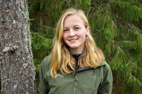 I SKOGENS RO: Blant bartrær er Pia Schøyen i sitt rette element.