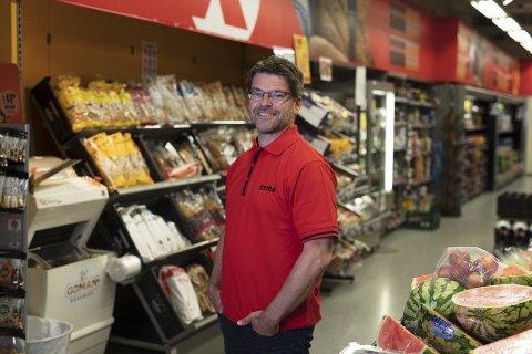 SUPERMARKED: Harald Kristiansen, kommunikasjonssjef i Coop, forteller at det er krevende å etablere supermarkeder og at det krever store investeringer.