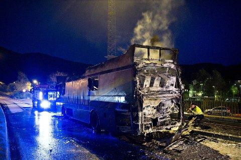 TOK FYR: Dette er resultatet etter at et aggregat tok fyr mens russebussen kjørte.