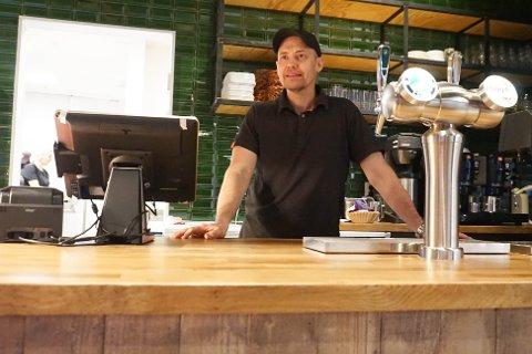 ÅPENT: Owe Holterud, franchise-taker av Peppes Pizza på Vestby Storsenter, forteller at åpningen ikke gikk helt som planlagt.