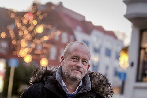 Tom Eberhardt - fengselsdirektør på Bastøy fengsel. Skal reise til USA for å utvikle måten fengsel drives på.