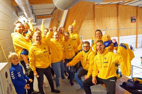 Foreldre og supportere fra Bækkelaget laget stemning på tribunen i Vestbyhallen.