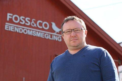 SPINNERIGÅRD-MEGLER: Martin Bauer hos Foss & Co Eiendomsmegling i Son har overtatt ansvaret for at Spinnerigården i Son selges.