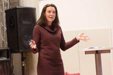 UTFORDRINGER: Anette Hokholt Wiik forteller at det er flere utfordringer for pendlere.