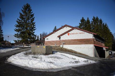 TIL NYTTE: Politikerne i SOK har vedtatt at tre av bygningene som utgjør gamle Bjørlien skole skal benyttes til kontorer og kulturformål.