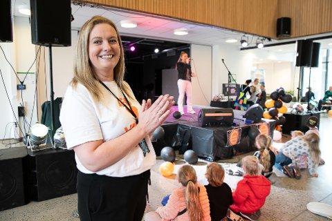 ENGASJERT: Lærer Cecilie Conradi, her under Vestbyfesten i fjor. Nå ber hun alle vise hensyn og tenke seg om.