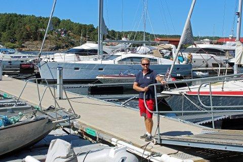 MILLIONBUTIKK: Havnesjef Roger Finstad i Son kan glede seg over at Vestby havn hvert år leverer millionoverskudd.
