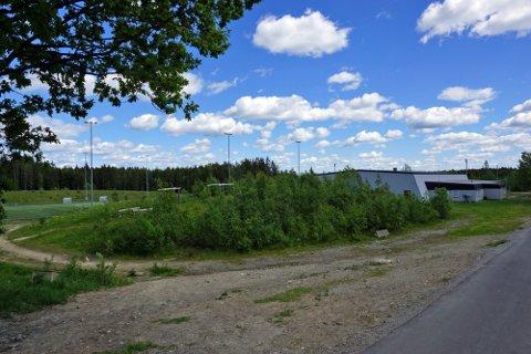 PÅ TOPP: På denne tomta ved Vestbyhallen ønsker Vestby IL å bygge en treningspark. Rådmannen foreslår at prosjektet settes på topp av prioriteringslista for de kommende fire årene.