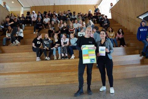 Ingrid Fischer og Isabelle Simble kan nå tilby flere aktiviteter for ungdom gjennom sommeren. Her fra fjorårets presentasjon av 2019-aktivitetene på Vestby Ungdomsskole.