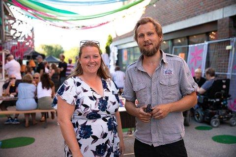 SENTRUM: Bente Lise Stubberud og Morten Nygaard er ansvarlige for fredagens sentrumsfest. Her fra fjorårets feiring av uterommet i Vestby sentrum.