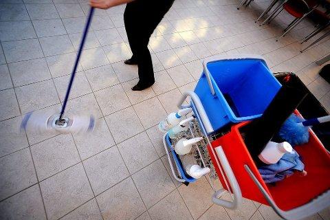 VASKETRALLE: De fire renholdsmaskinen som selgeren lot som han solgte, var nok hakket mer avansert enn denne vasketralla.