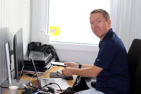 HERFRA STYRES ALT: Amedia har rigget seg til midt på Ekebergsletta. Prosjektleder Christian Haksø og resten av videodesken har brukt denne uken på å rigge opp alt.